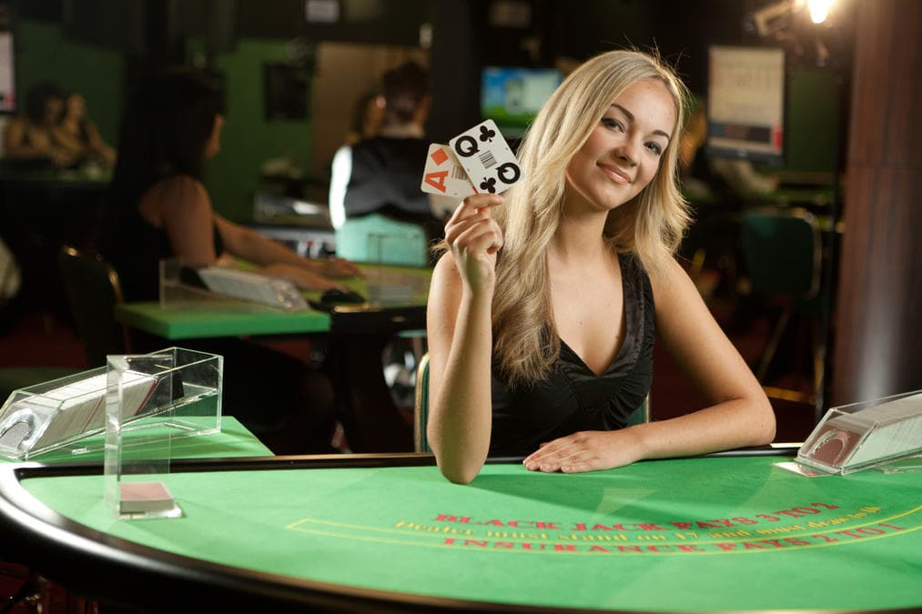 Live Dealer Casinos that Accept Skrill